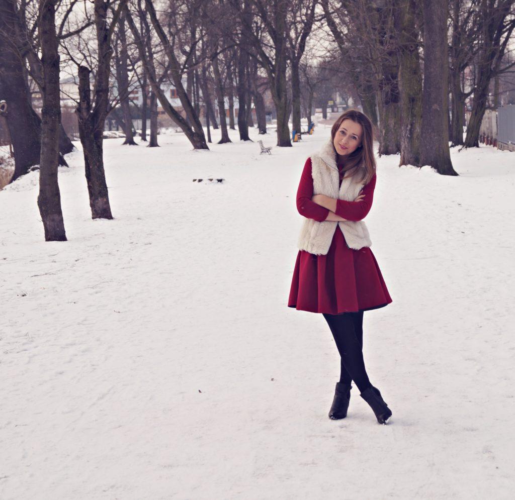 czerwona sukienka z kamizelką