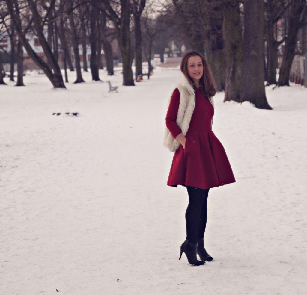 czerwona sukienka na każda okazję zimą czy latem