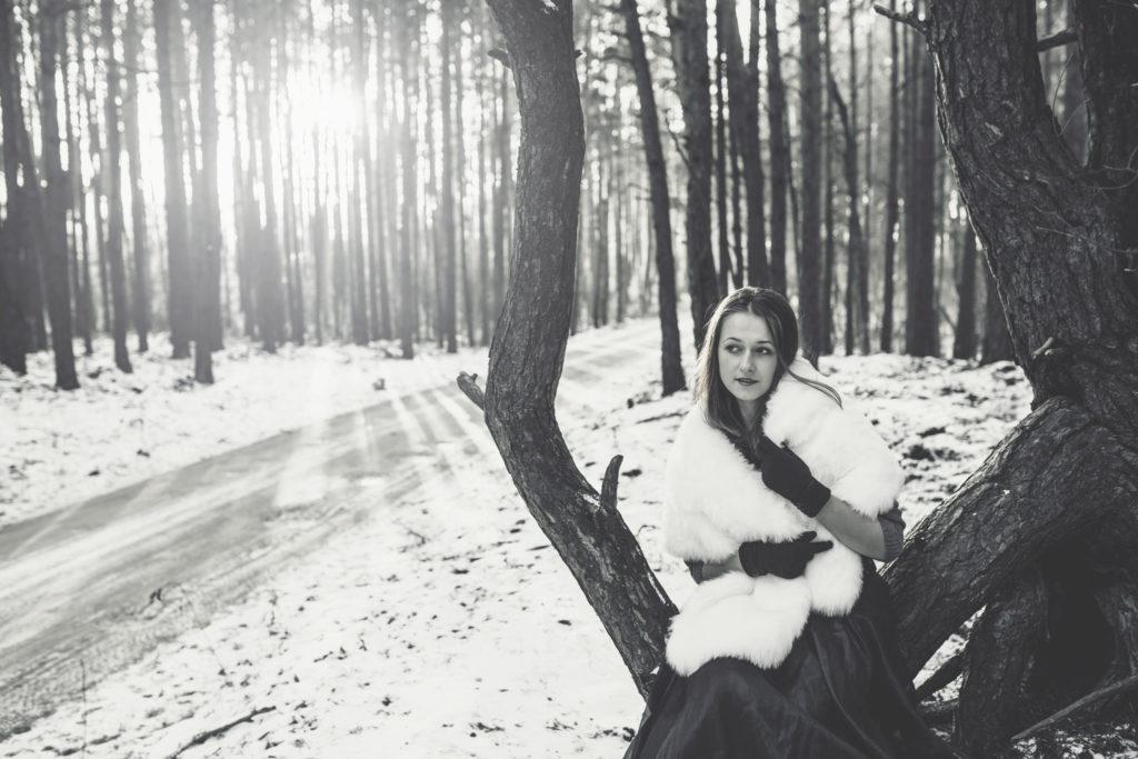 zimowa sesja w lesie blogerki