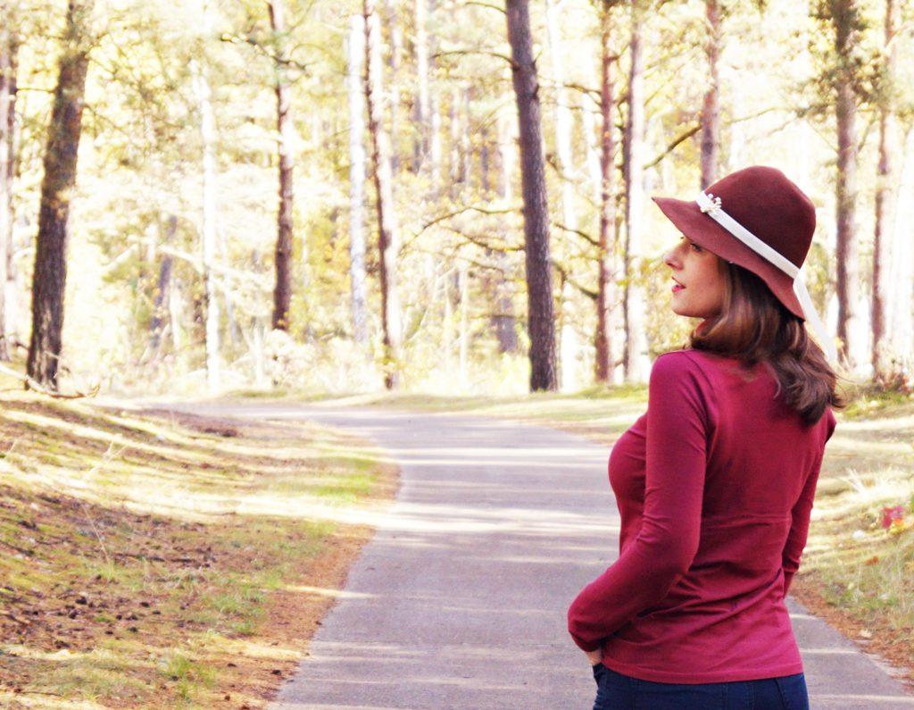 sesja jesien, kapelusz, brazowy kapelusz, golf lidl, bordowy golf